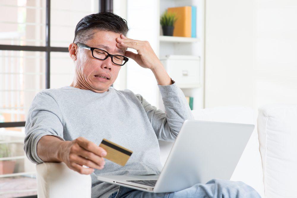 Điểm tín dụng sẽ bị hạ thấp khi thường xuyên dùng hết hạn mức thẻ