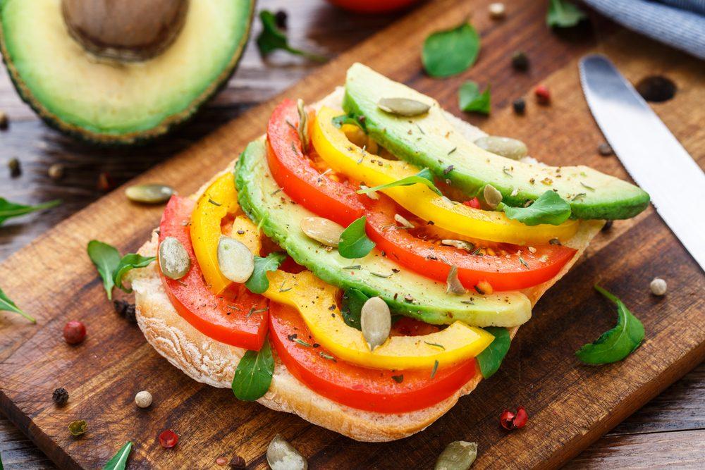 """Giới văn phòng cần đảm bảo """"thực phẩm xanh"""" trong các bữa ăn hằng ngày."""