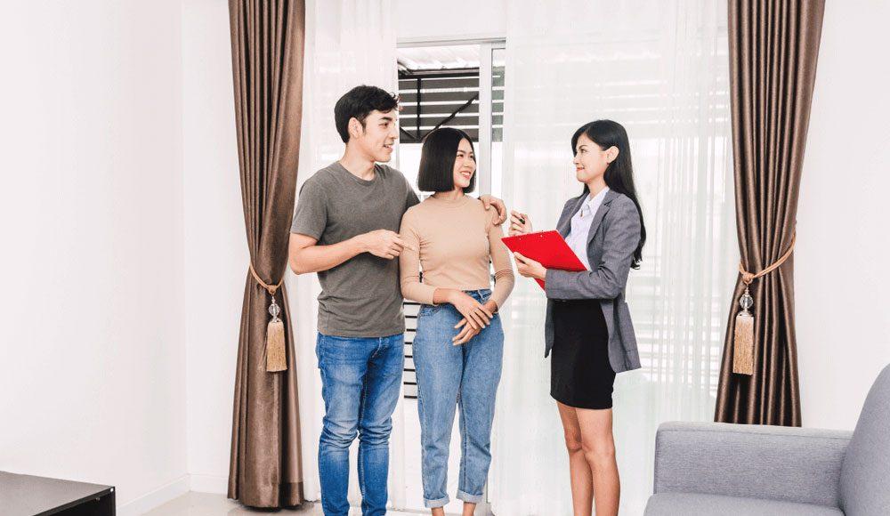 Bạn có thể bắt đầu bằng việc xem qua những căn hộ đang rao bán trên mạng để có cái nhìn tổng quát về mặt bằng giá cả của thị trường hiện tại