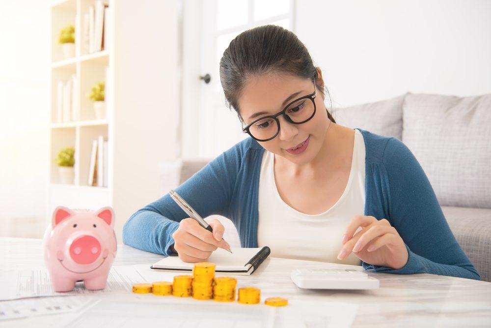 Ghi chép các khoản chi tiêu một cách cẩn thận
