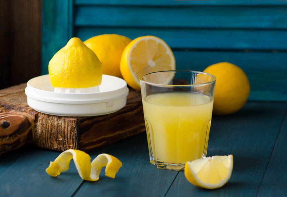 Chanh chứa hàm lượng lớn Vitamin C, có tác dụng nâng cao sức đề kháng.