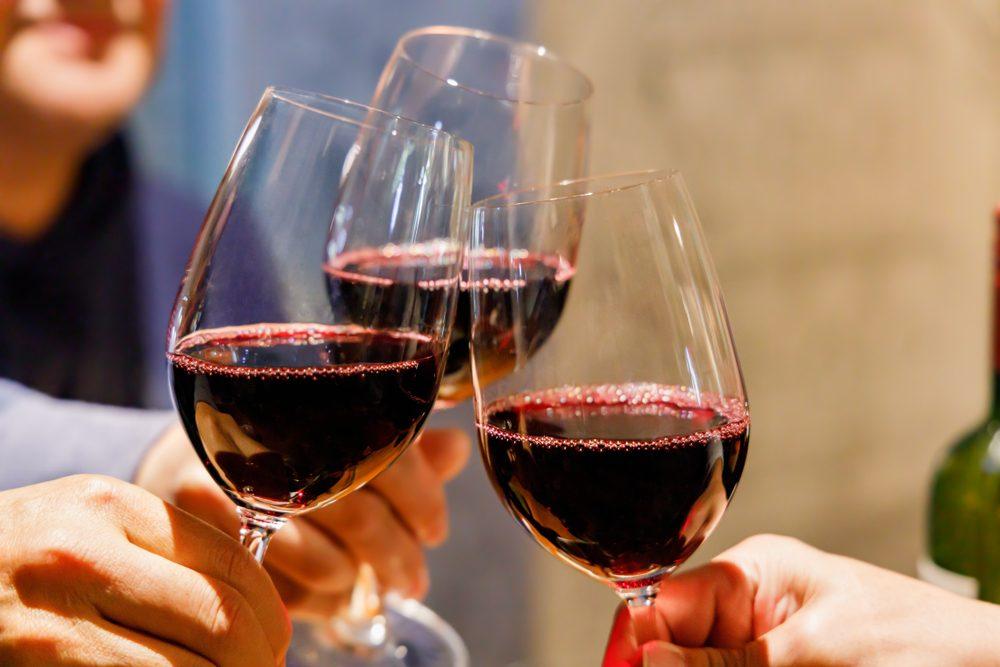 Rượu vang đỏ có thể làm giảm nguy cơ đột quỵ và chứng mất trí.