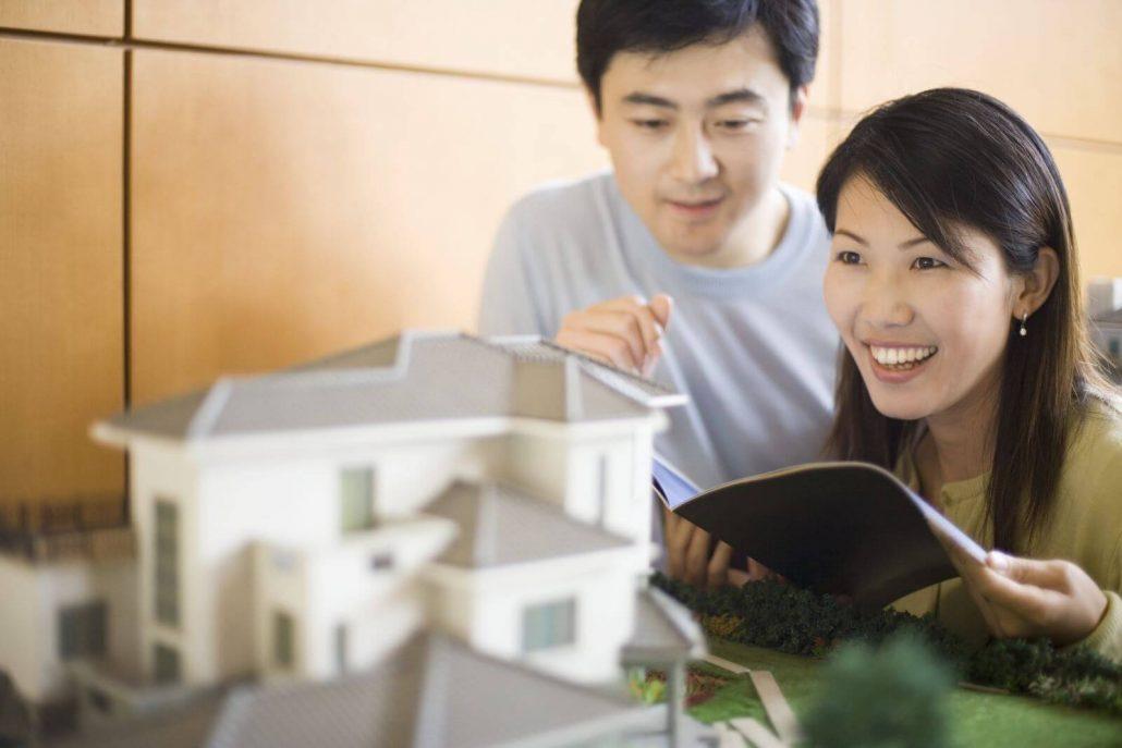 Đi xem nhà là điều tiên quyết trước khi quyết định mua nhà.