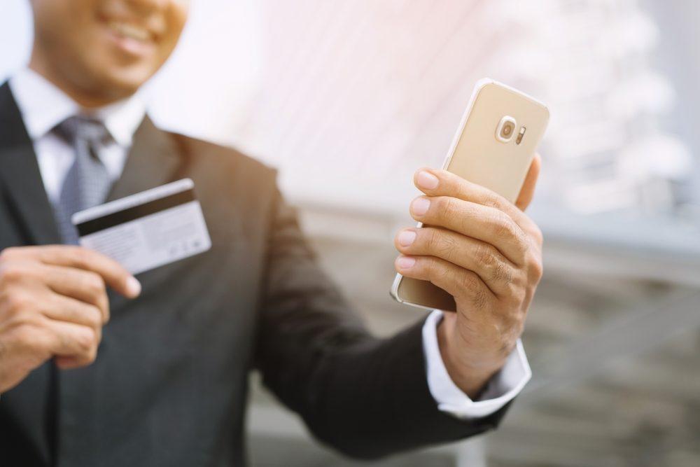Dùng thẻ tín dụng cho những khoản chi tiêu phát sinh