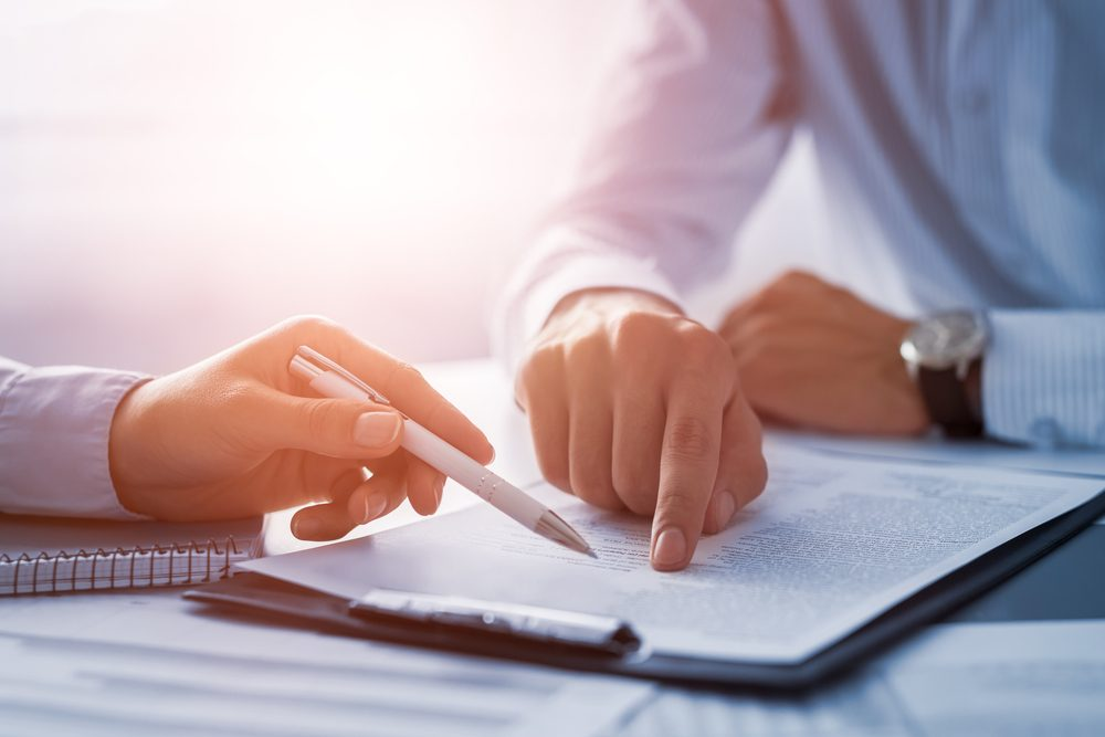Đọc kỹ các điều khoản trong hợp đồng