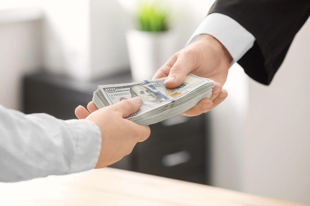Tại sao các tổ chức tài chính luôn siết chặt nợ xấu?