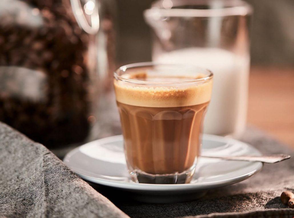 Trộn cà phê gói với nước lạnh